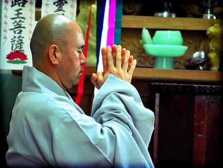 Lạy Phật như thế nào để có nhiều lợi ích?